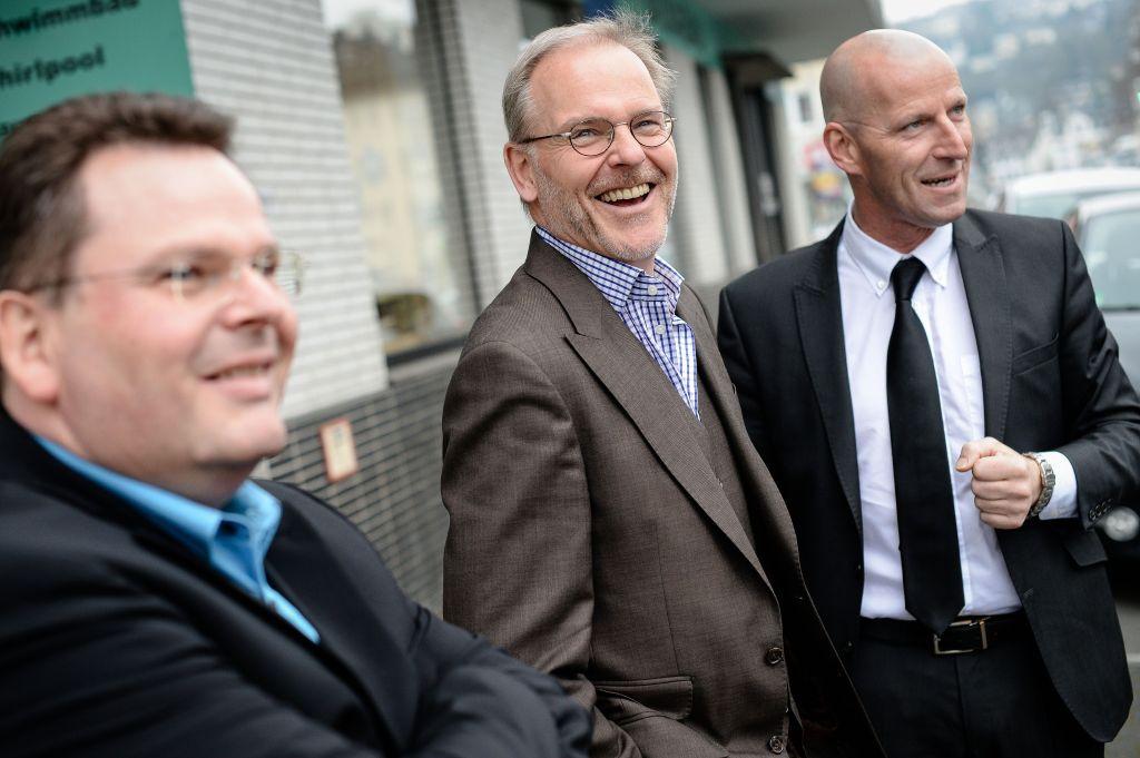 Firmenportrait des Unternehmens ZOZ in Olpe und Wenden. Die Unternehmensgruppe ist unter Anderem mit der Erforschung von Wasserstoff Mobilität beschäftigt. Geleitet wird das Unternehmen von Prof. Dr. Henning Zoz. Mit im Bild der WAZ Chefredakteur Ullric